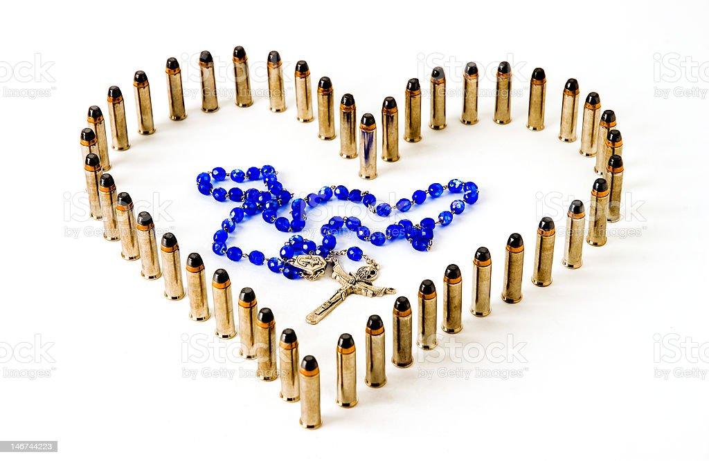 Corazón y rosarios - foto de stock