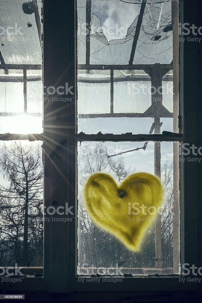 Herz am Fenster stock photo