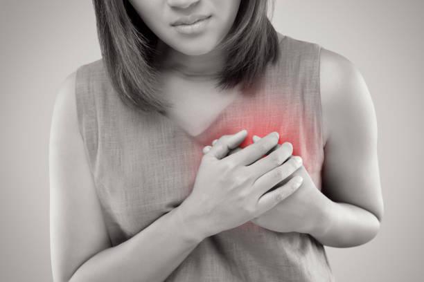 herzinfarkt symptome - symptome brustkrebs stock-fotos und bilder