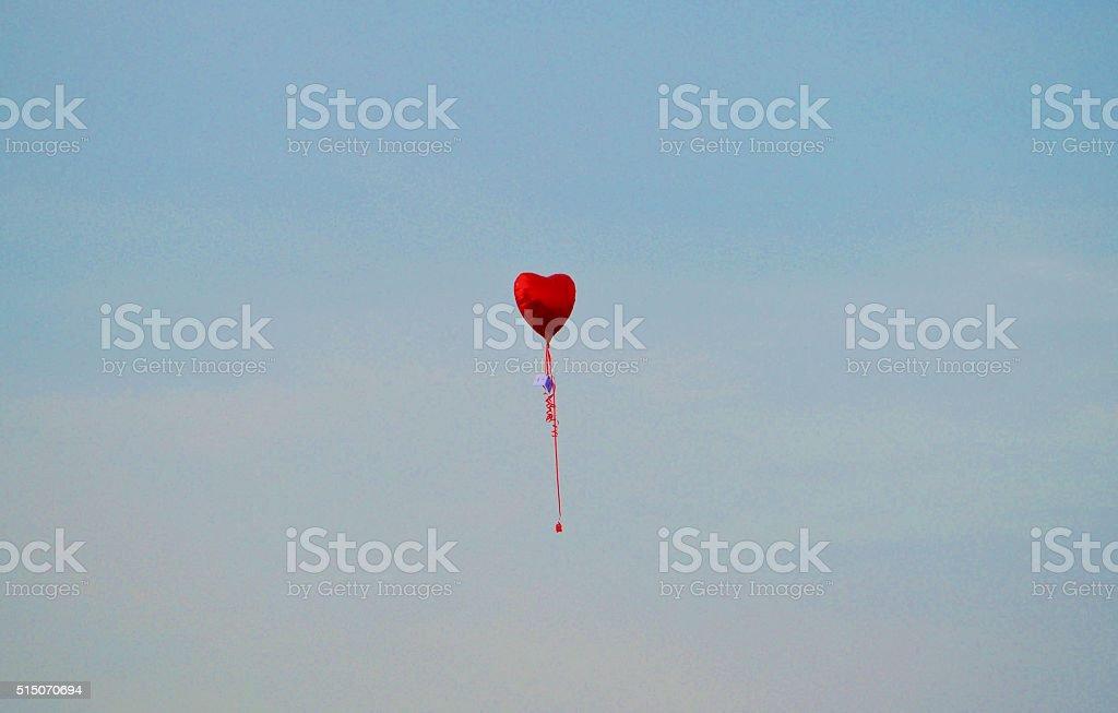 Ballons coeur flottant dans le ciel - Photo