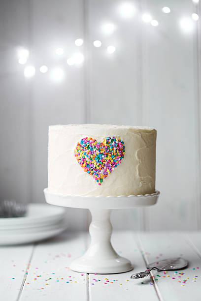 Heart cake Heart cake on a cake stand buttercream stock pictures, royalty-free photos & images