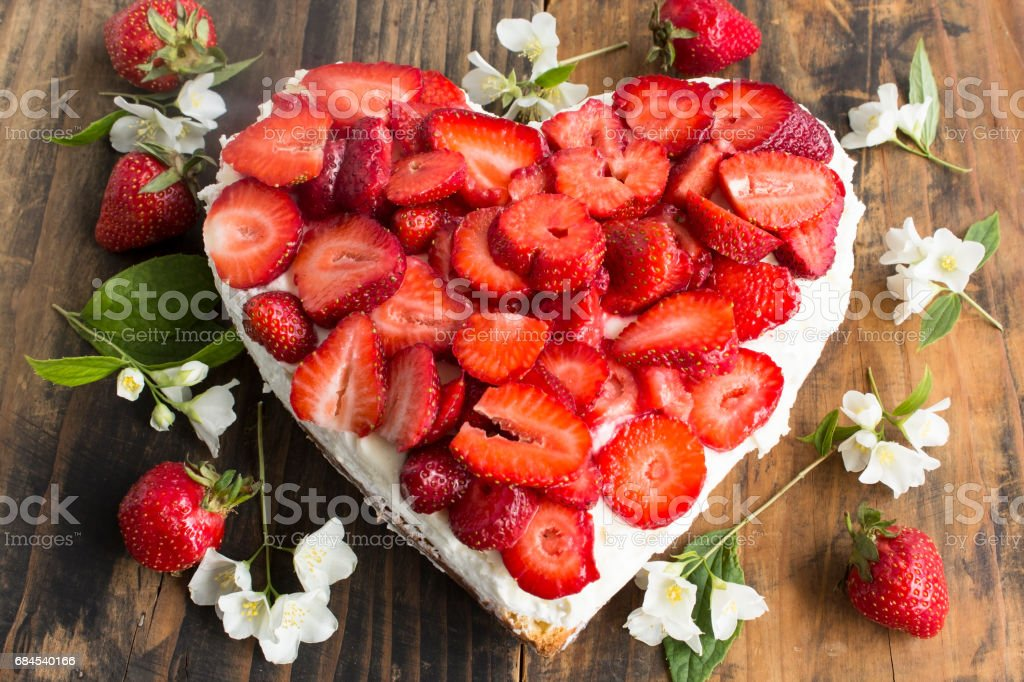 Kuchen Herz Bilder Und Stockfotos Istock