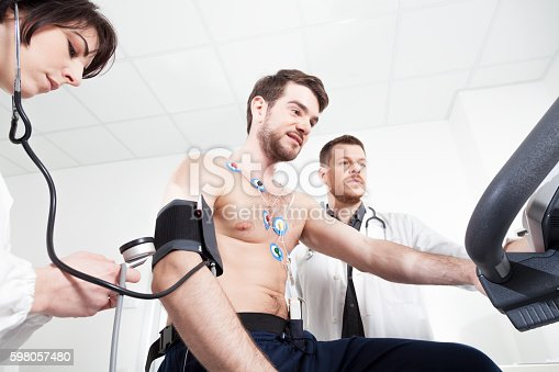 istock Heart diagnostic test with doctor 598057480