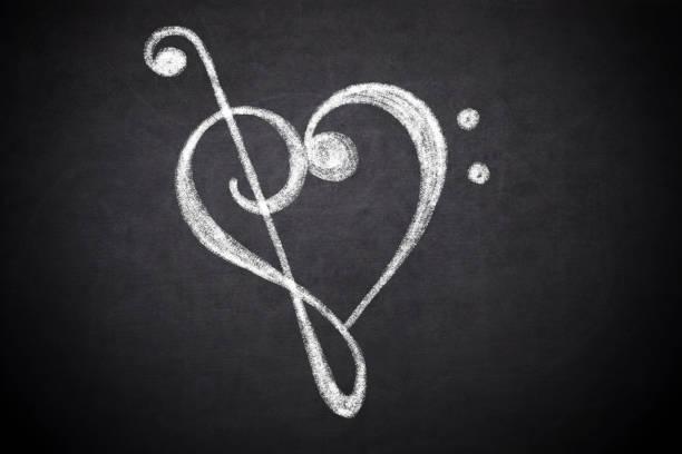 coração formado de clave de sol e clave de fá - desenhos de notas musicais - fotografias e filmes do acervo