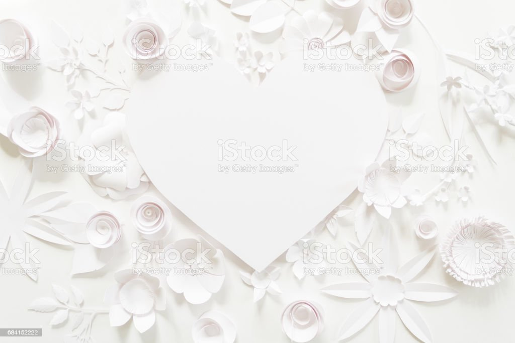 heart frame with white paper flower foto stock royalty-free