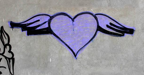 herz-graffiti - sprüche für die liebe stock-fotos und bilder