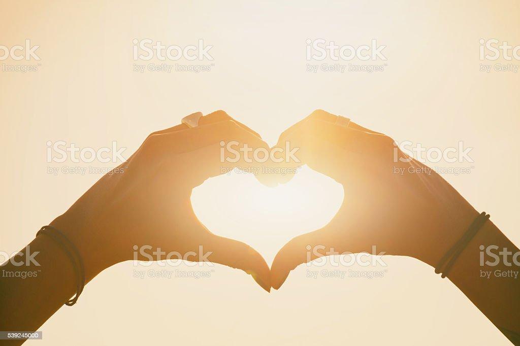 Coração feito de mãos foto royalty-free