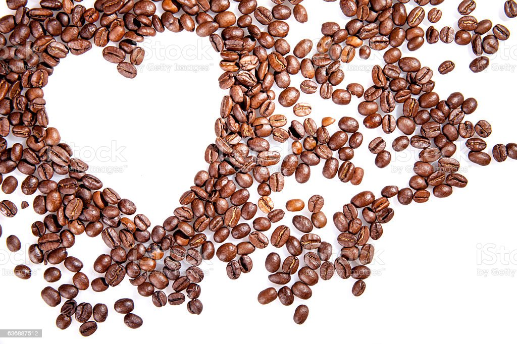 Heart make whit coffee beans on white. – zdjęcie