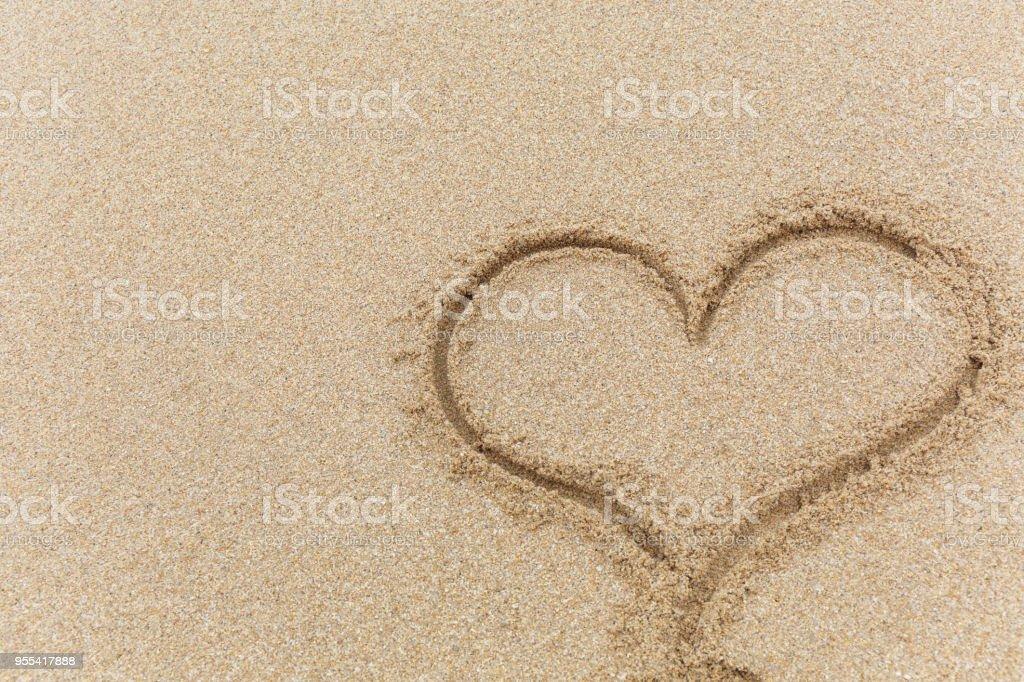 Heart on the sand - Zbiór zdjęć royalty-free (Bez ludzi)