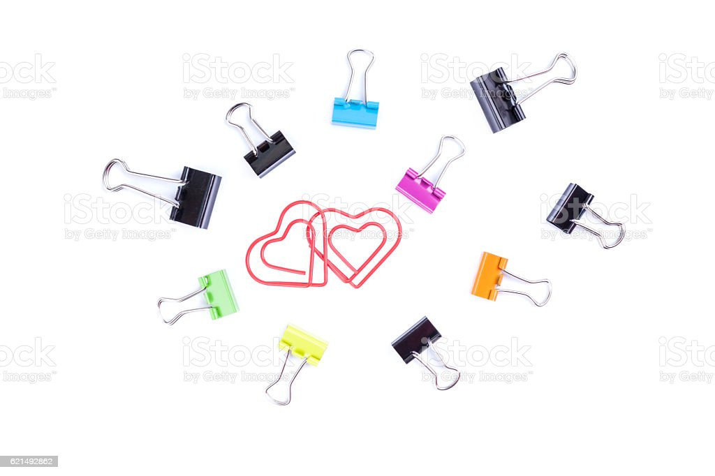 Heart paperclips in center surround with multicolored paperclip photo libre de droits