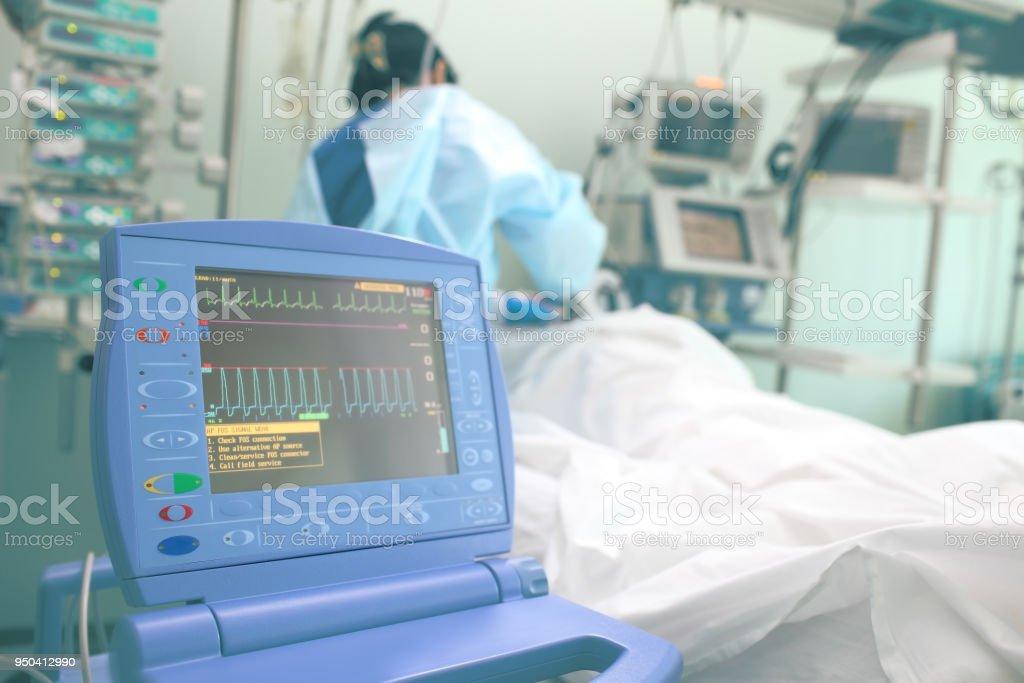 Ablaufverfolgung Pulsuhr in der geduldigen Gemeinde arbeiten Krankenschwester – Foto