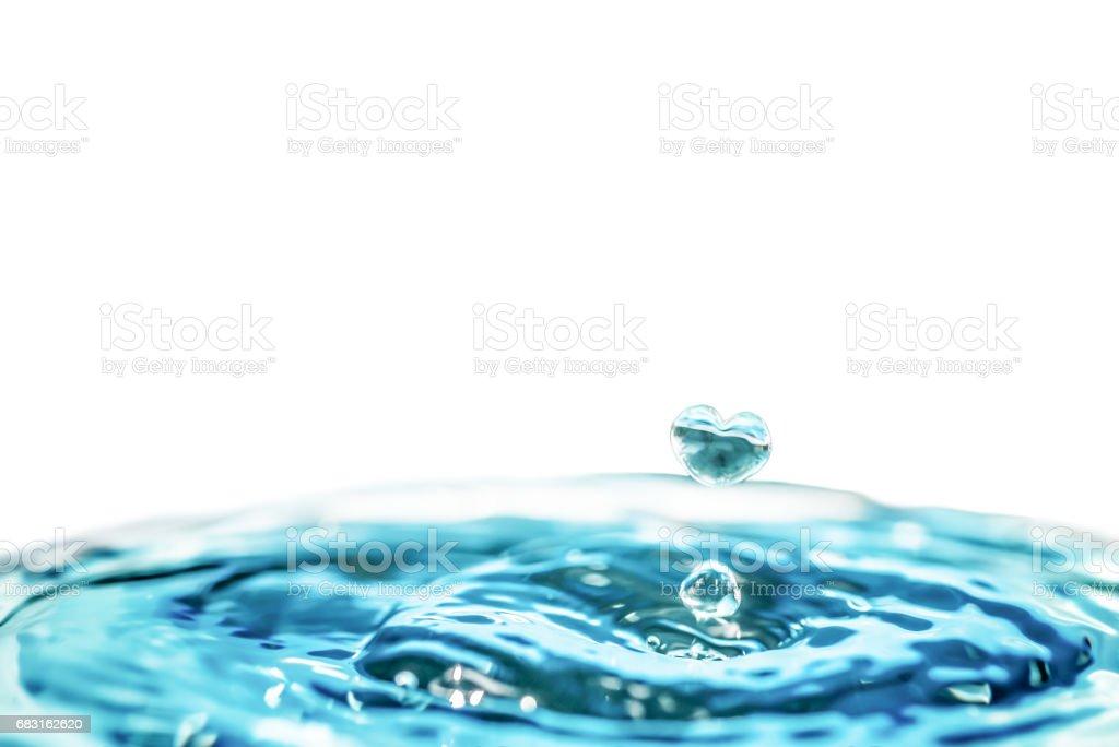 心形的水滴,情人節和愛或保存和愛水的概念。 免版稅 stock photo