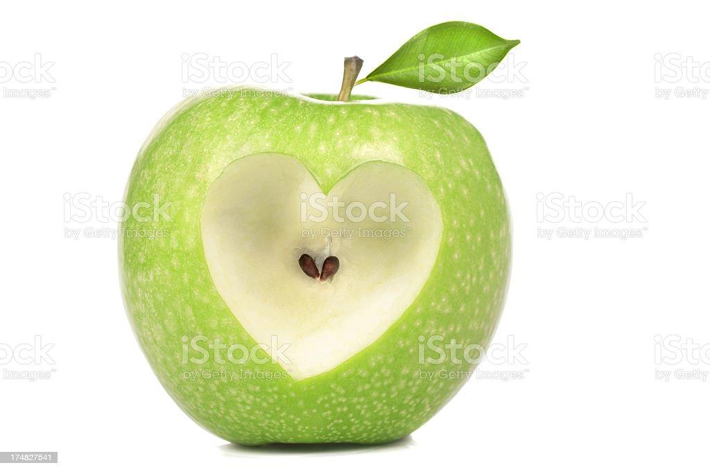 Herzform auf grünem Apfel – Foto