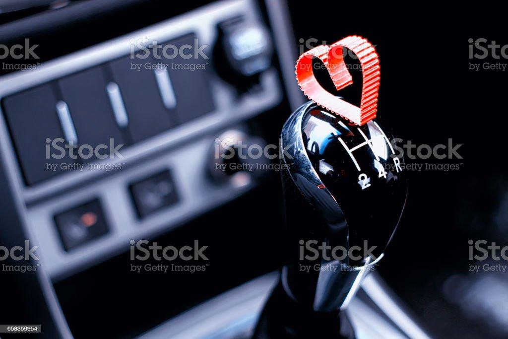 en forme de cœur sur boîte de vitesses manuelle en voiture - Photo