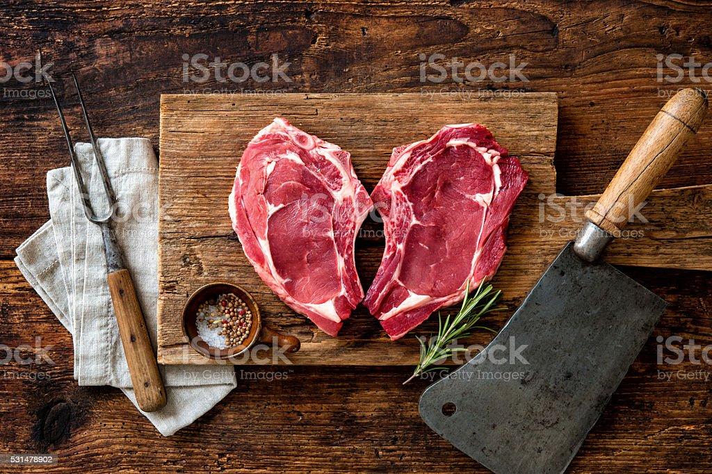 Forme de cœur de fruits de mer frais et des biftecks de viande de veau - Photo