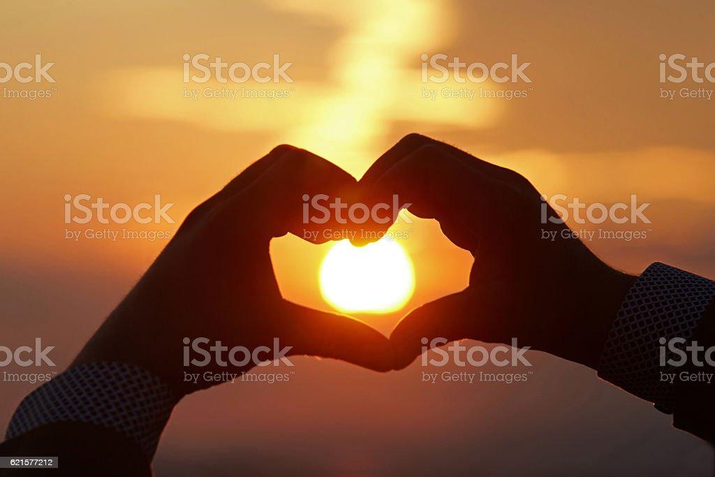 Heart shape silhouette on sunset. photo libre de droits
