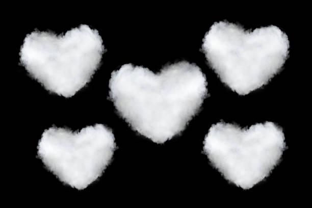 herzförmige wolken auf schwarz - generator text stock-fotos und bilder
