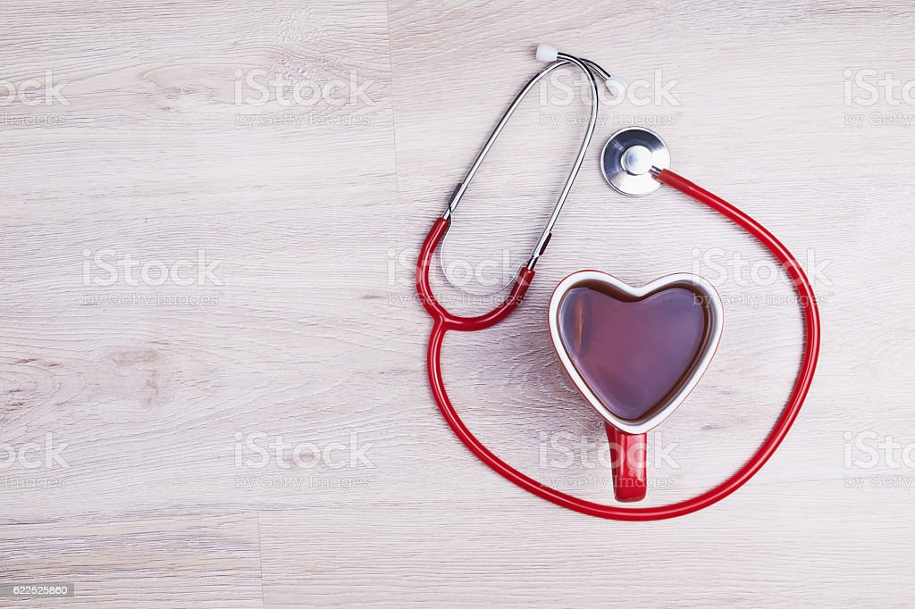 Heart shaped cup and stethoscope – Foto