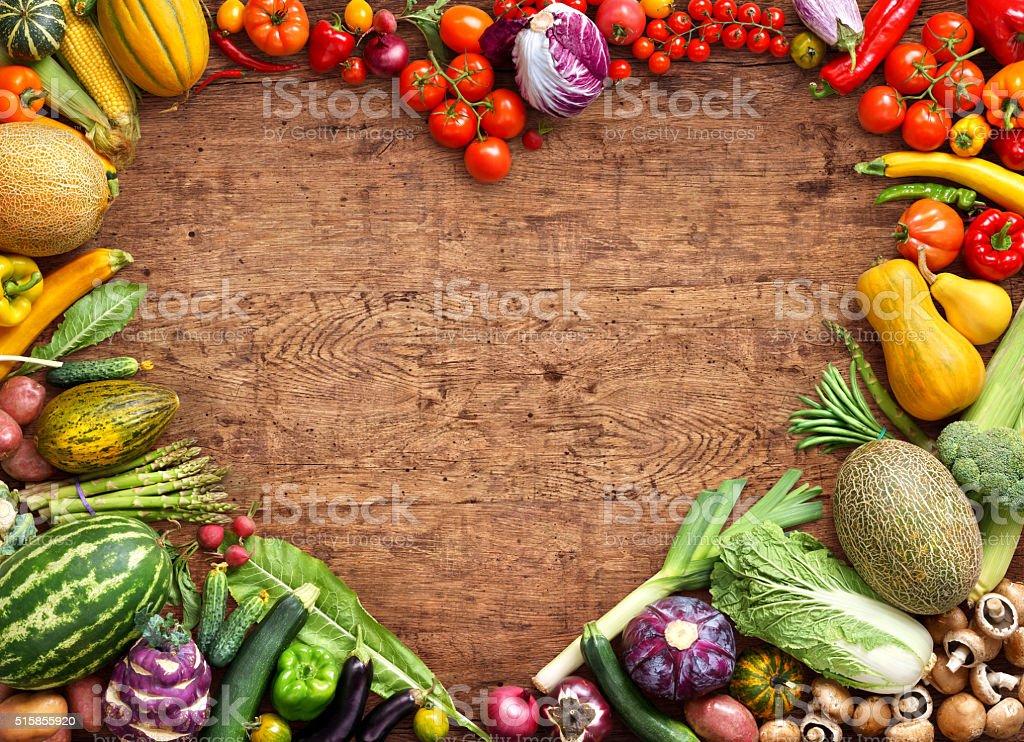 Corazón en forma de alimentos. - foto de stock