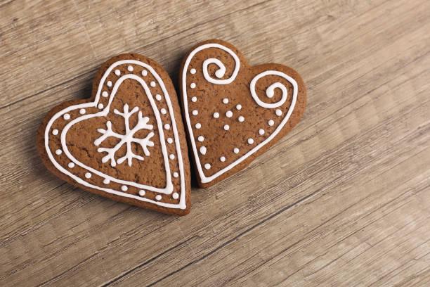 herzförmige lebkuchen cookies - lebkuchenherzen stock-fotos und bilder