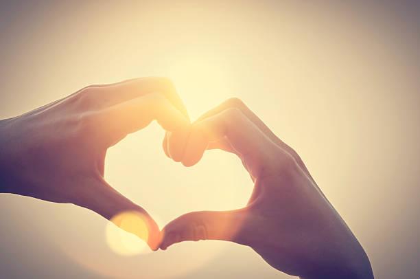 Herz-Symbol mit zwei Hände – Foto