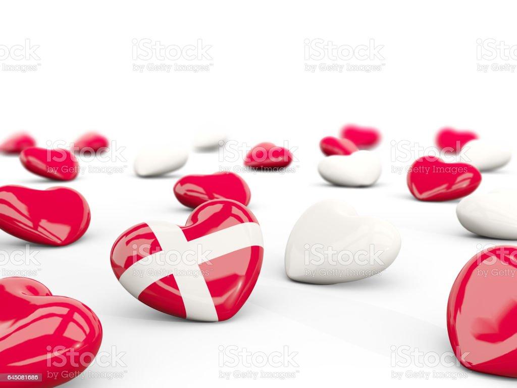 Corazón con la bandera de Dinamarca aislado en blanco - foto de stock