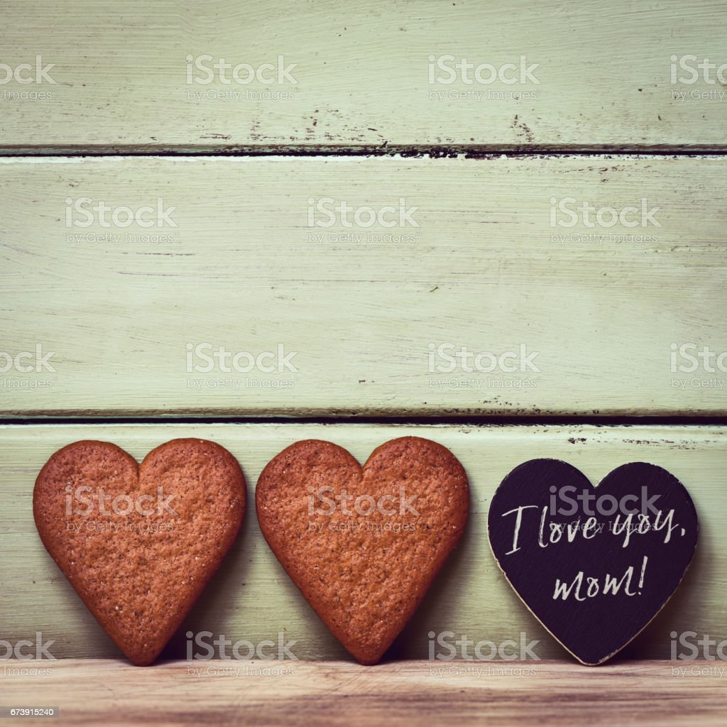 heart-shaped cookies and text I love you mom photo libre de droits