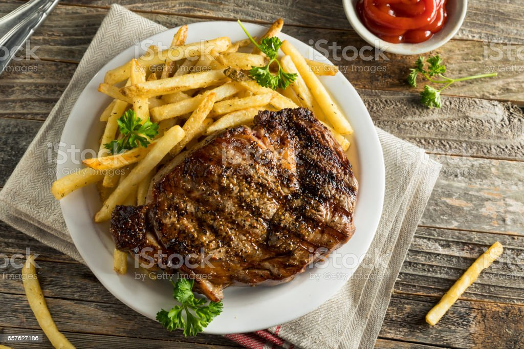 Hearty Homemade Steak and French Fries - foto de acervo