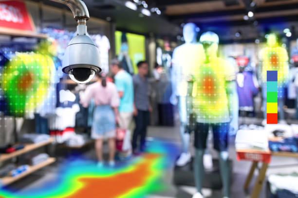 Heatmap analítico en el concepto de tecnología de tienda de moda inteligente por menor. Inteligencia artificial cctv de la cámara de seguridad con los compradores el calor sentido aplicación check pasado desde cualquier punto de la tienda. - foto de stock