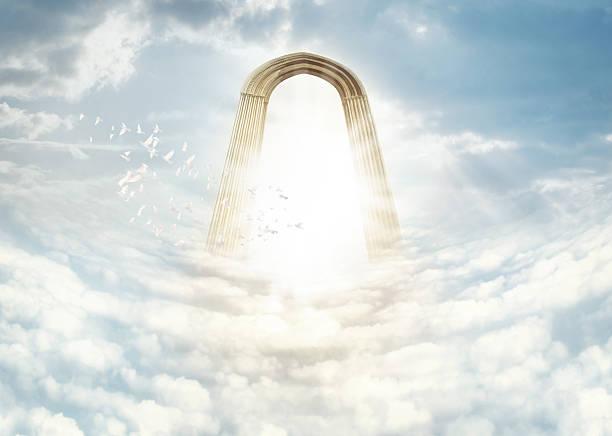 heaven in den himmel - engelportal stock-fotos und bilder