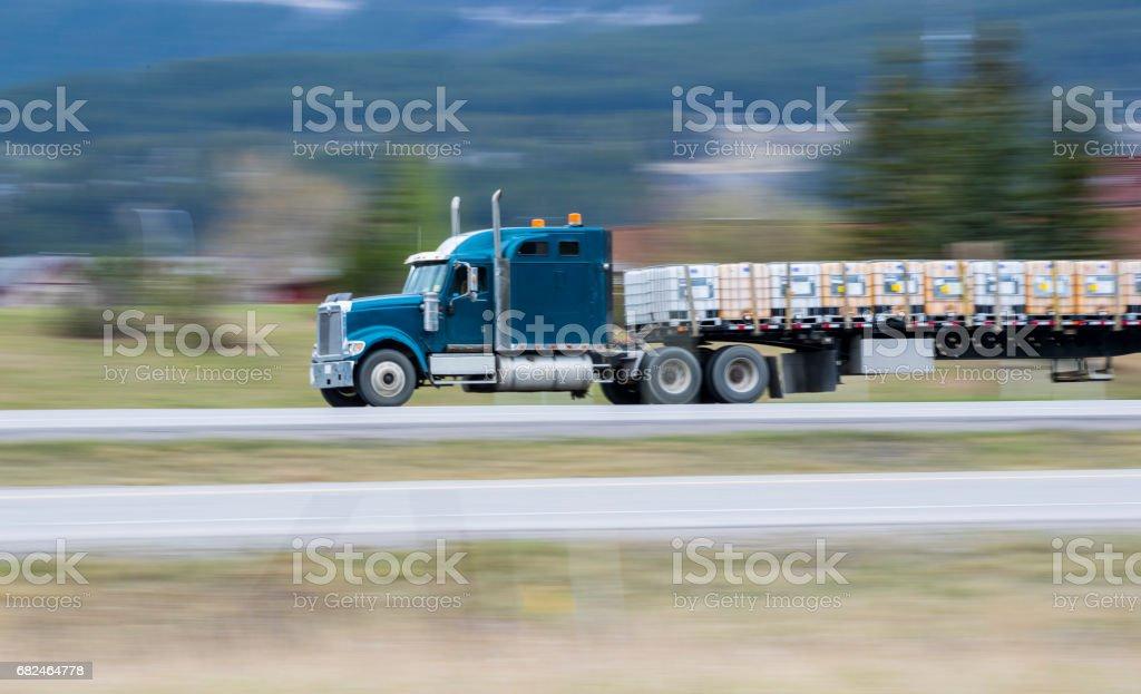 Schwere Ladung auf der Straße Lizenzfreies stock-foto