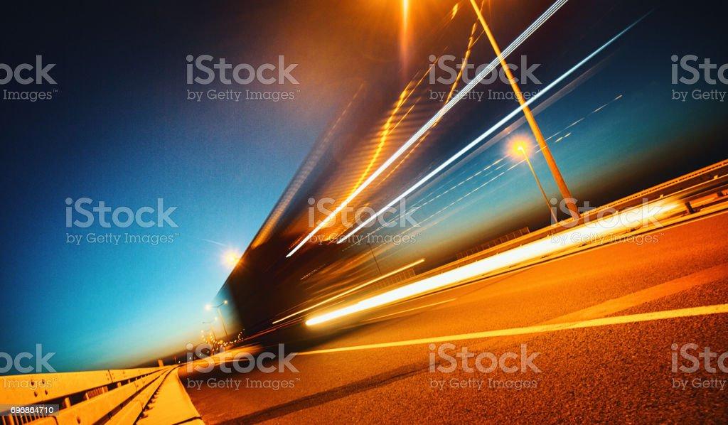 Schwere Ladung auf der Straße – Foto