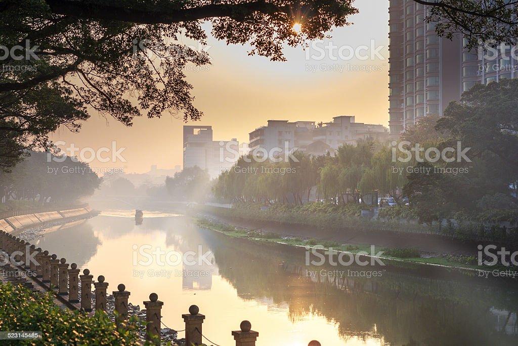 Dichter Nebel auf den Fluss – Foto
