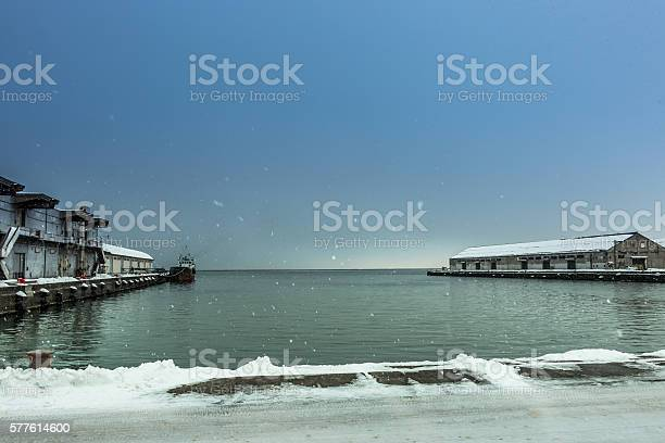 Heavy snow is falling down at otaru harbor picture id577614600?b=1&k=6&m=577614600&s=612x612&h=88uf2c cw5vmrfoy2zbpcwx2nylht2z 2gg6zpc3cqo=