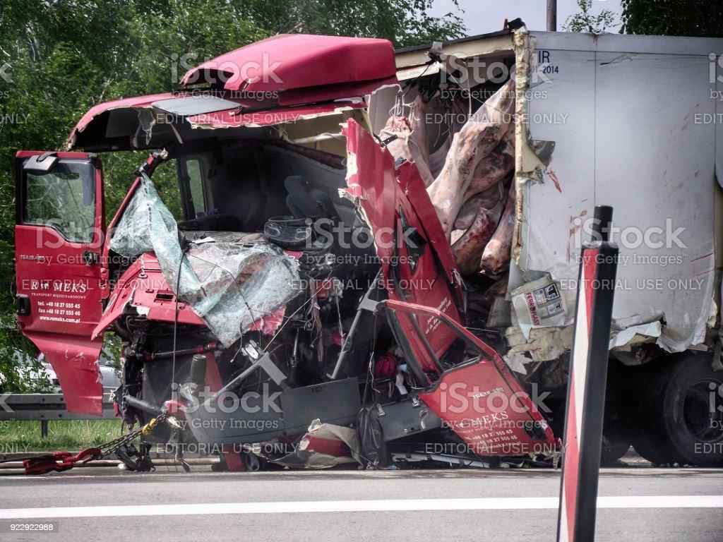 Accidentes de tráfico de camiones pesados en la carretera Serbia - foto de stock