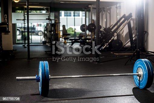 Heavy Weights in dark Fitness.