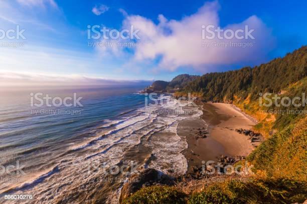 Photo of Heceta Head Lighthouse on the Oregon coastline