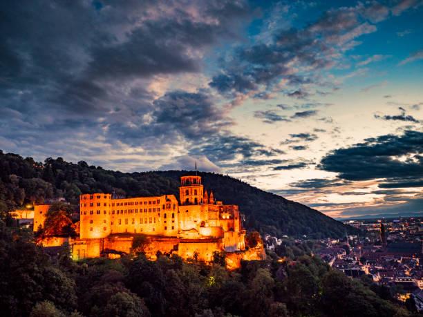 Heidelberger Schloss und Stadt in der Nacht – Foto