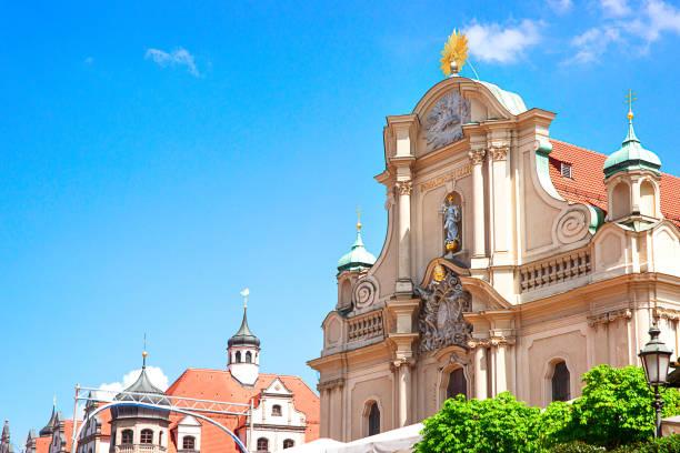 heiliggeistkirche kirche in münchen - münchen weather stock-fotos und bilder