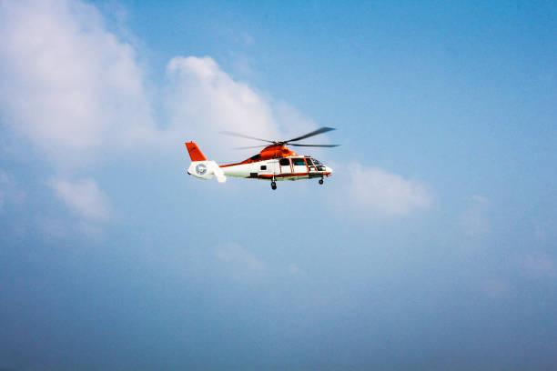 hubschrauber 2 - rettungsinsel stock-fotos und bilder