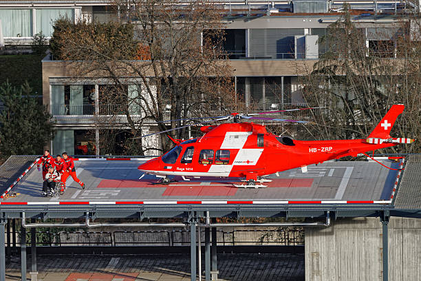 helicopter and patient on the hospital roof in thun city - thun switzerland stock-fotos und bilder