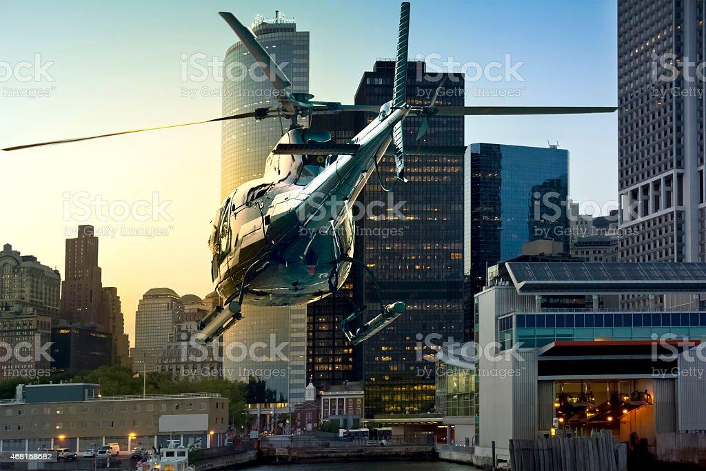 Hubschrauber fliegen south die skyline von Manhattan – Foto