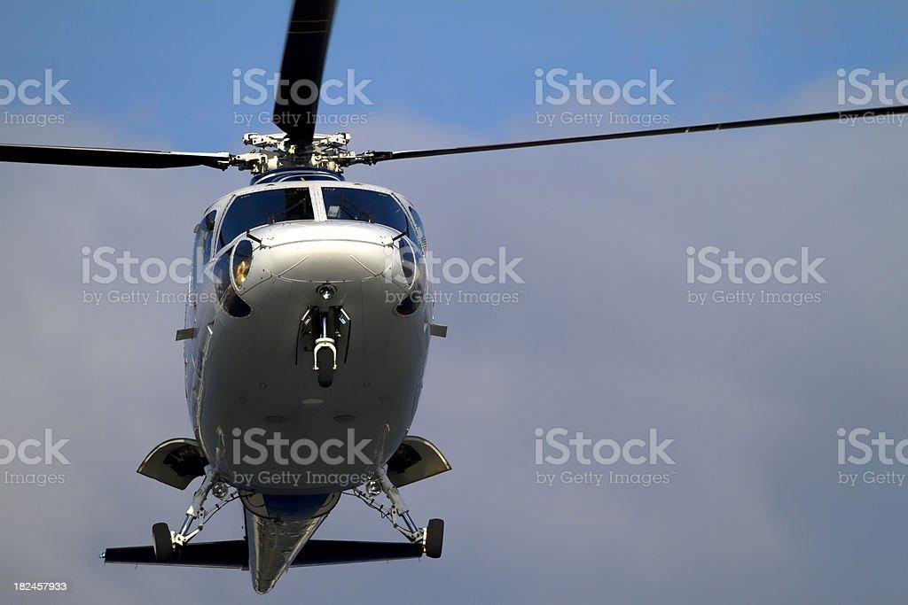 Helicóptero suspendido en el aire foto de stock libre de derechos