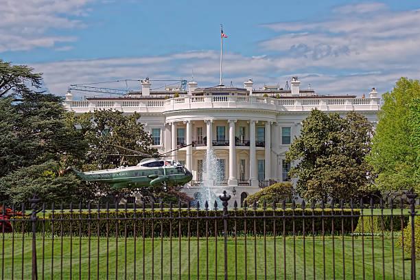 helicopter in front of white house - кандидат на пост президента стоковые фото и изображения
