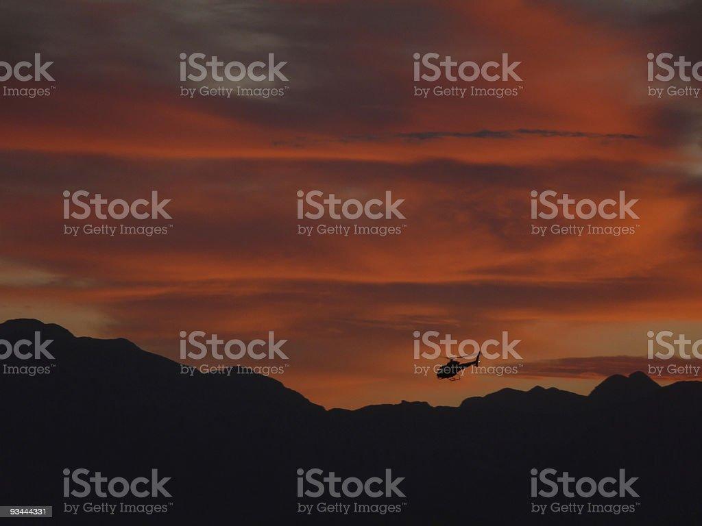 Helikopter im Sonnenuntergang Lizenzfreies stock-foto