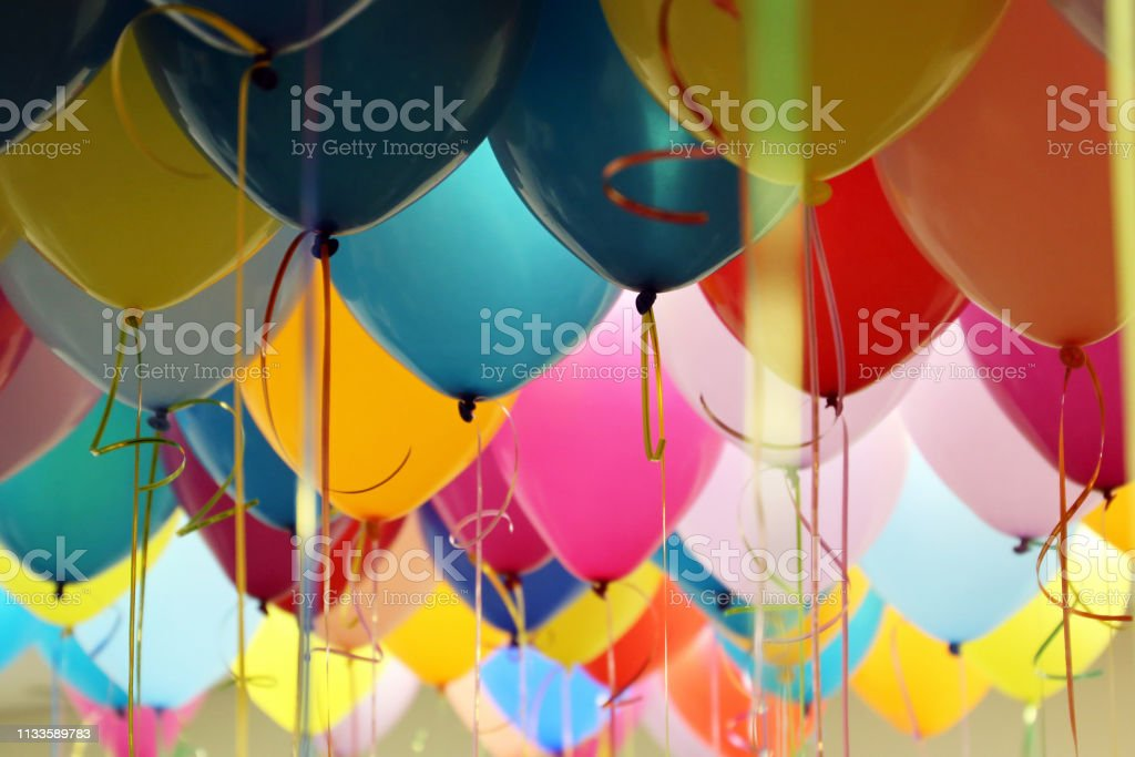 Helium balloons with ribbons in the office - Royalty-free Amarelo Foto de stock