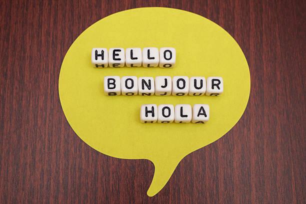 """olá """"bonjour"""" hola - standing out from the crowd (expressão inglesa) - fotografias e filmes do acervo"""