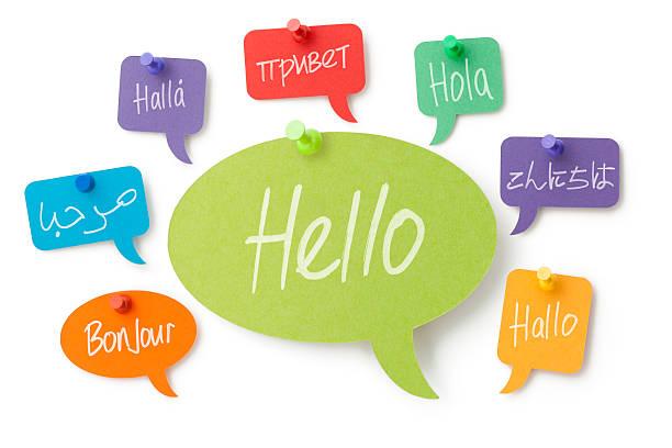 hallo in acht sprachen auf bunte sprechblasen - russisch hallo stock-fotos und bilder