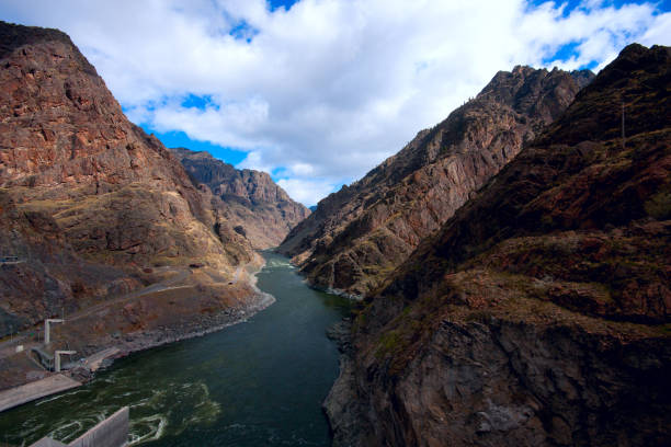 Hells Canyon from Hells Canyon Dam The view as the Snake River flows down Hells Canyon in Idaho from the top of Hells Canyon Dam on the Oregon/Idaho border. oregon us state stock pictures, royalty-free photos & images
