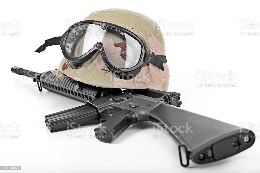 Helm und Gewehr – Foto